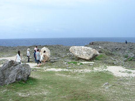 台風で波照間島に打ち上げられた岩